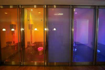 Le bar 89 un bar design et tr s sympa avec des portes de - Les plus belles salles de bain ...