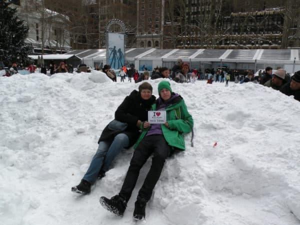 Natacha et Tim pris en photo par Pierre-Yves juste à côté de la patinoire de Bryant Park - Décembre 2010