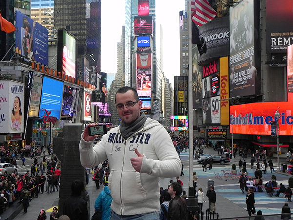 Julien à Times Square - Mars 2011