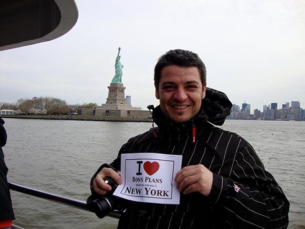 Le chéri de Sandrine sur le ferry menant à Miss Liberty - Avril 2011