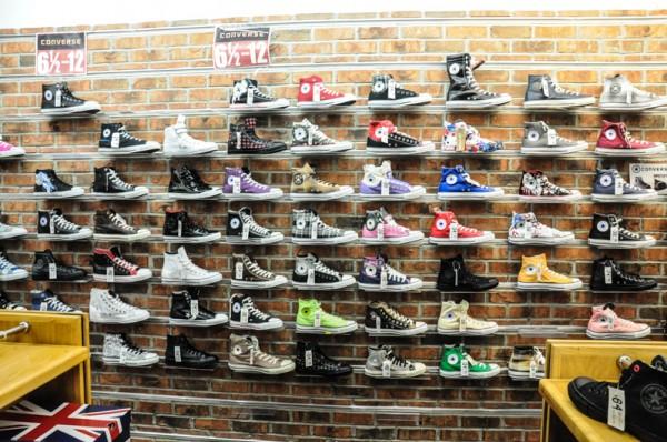 zacky 39 s encore un magasin de chaussures de new york avec des converse vraiment pas cher. Black Bedroom Furniture Sets. Home Design Ideas