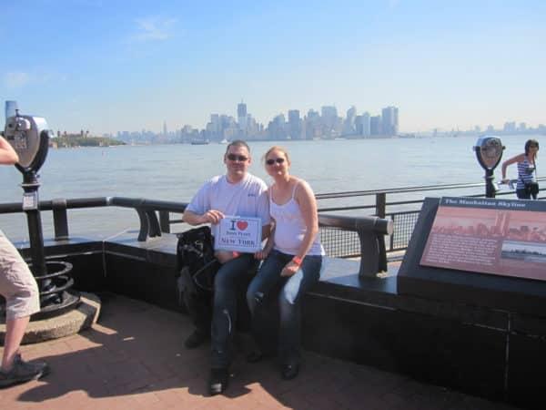 Guillaume et Mylène sur la Skyline depuis liberty Island - Août 2011