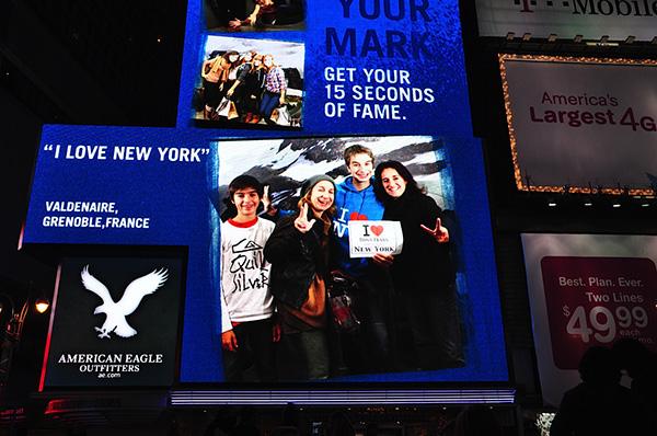 Sur les écrans géants de Times Square grâce à American Eagle, Juju, Marianne, Hugo et Lisou - Octobre 2011