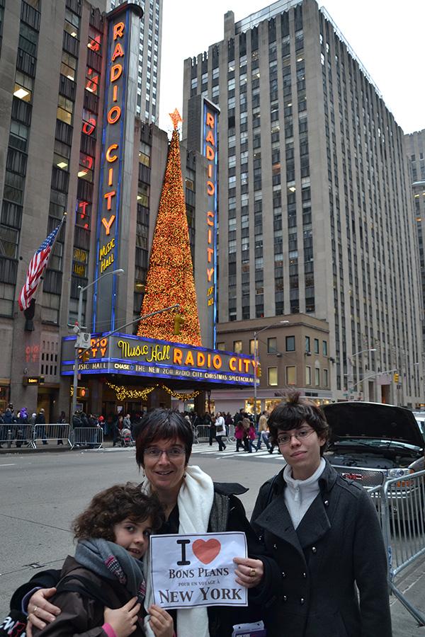 Ombeline, Gene et Pauline après le Christmas Spectacular au Radio City Hall - Décembre 2011