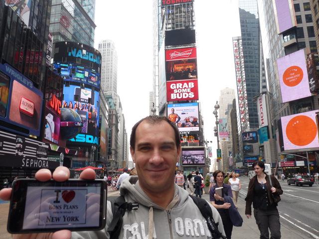 Mon pote Alex des Bons Plans Londres (http://www.bonsplanslondres.com/) à Times Square - Mai 2012