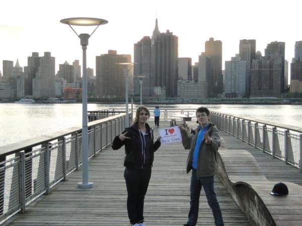 Mélanie et Marien dans la parc en bordure de Center Blvd dans le Queens - Avril 2012