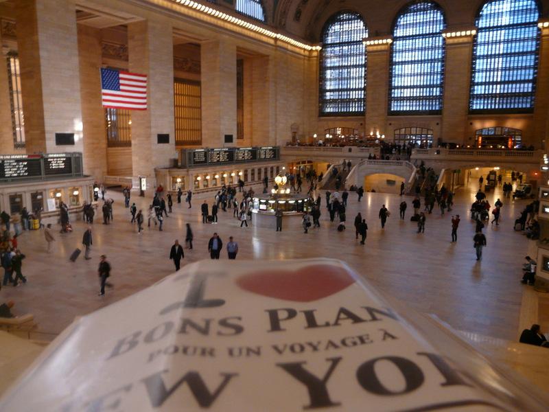 Evane et son affiche à Grand Central - Novembre 2012