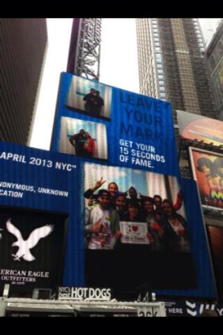 La Team Harlem sur l'écran d'American Eagle à Times Square - Avril 2013