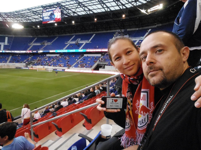 Alice et Chris à la RedBull Arena pour voir les New York Red Bulls de Thierry Henry (soccer) - Mai 2013