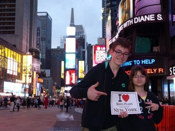 Les enfants de Christine à Times Square après une petite journée shopping ! - Mai 2013