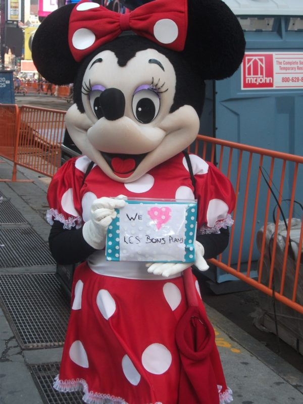 Minnie  les BPVNY !  Merci à Laet and Gui pour cette photo prise à Times Square - Juin 2013