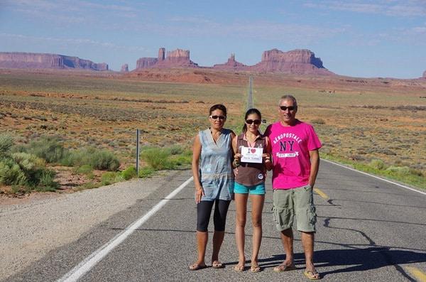 Alizée et ses parents pour une jolie dédicace à Monument Valley - Août 2013