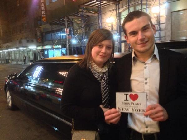 Karine et Kevin en dédicace devant la limousine de Royal Way Limo - Octobre 2013
