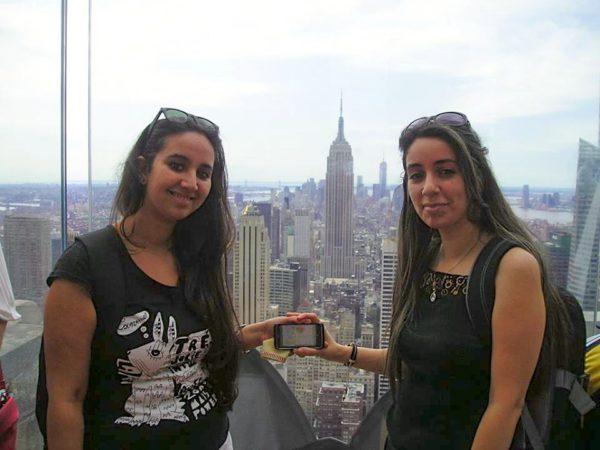 Nesrine et Camélia pour une petite dédicace au Top of the Rock - Août 2013