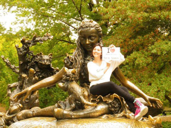 Dédicace de Sophie sur la Statue d'Alice in Wonderland à Central Park - Octobre 2013
