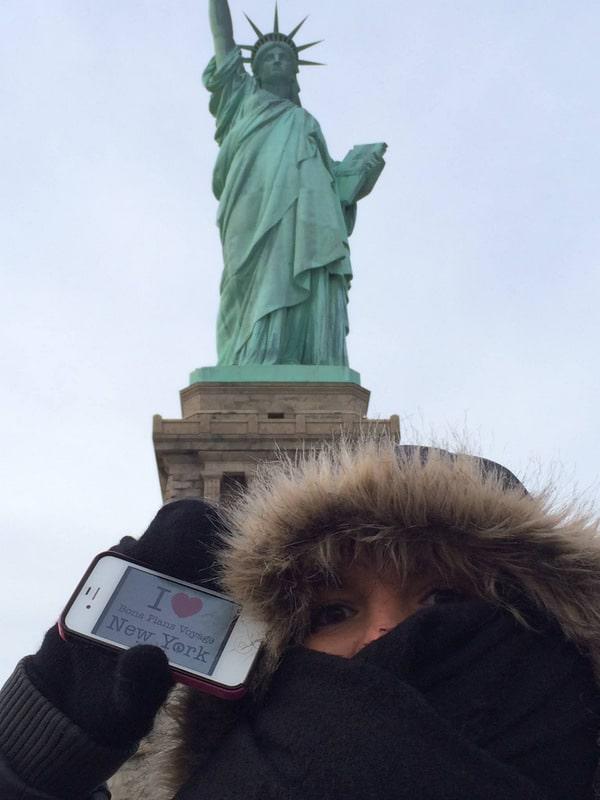 Isa pour une dédicace devant la Statue de la Liberté par un vent glacial, il parait - Décembre 2013 –