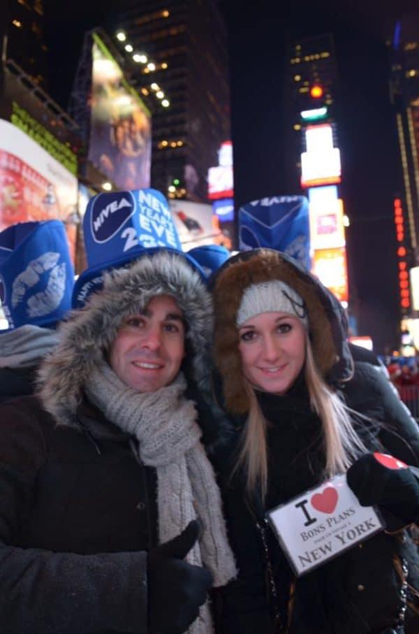 Dédicace de Nicolas & Marion au ball drop de Times Square pour le Nouvel An 2014 – avec Nicolas Beaujon et Marion Esdourrubailh.