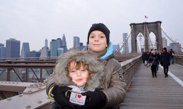 Lila et Gabriel pour une dédicace sur le Brooklyn Bridge le 1er janvier 2014