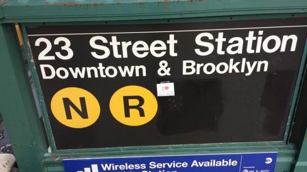 Dédicace de Smain sur une entrée de Métro  de NYC - Janvier 2014