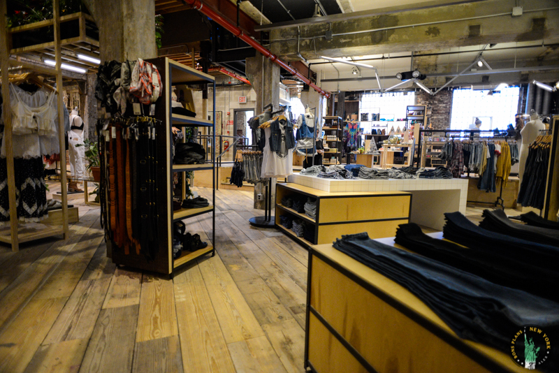 space ninety 8 le concept store de urban outfitters williamsburg. Black Bedroom Furniture Sets. Home Design Ideas