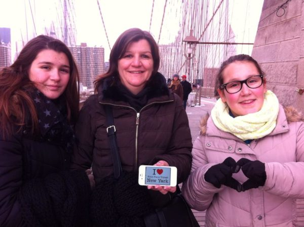 Dédicace de Nadège, Laura et Lydie (et Fredo derrière l'appareil) sur le Brooklyn Bridge - Février 2015