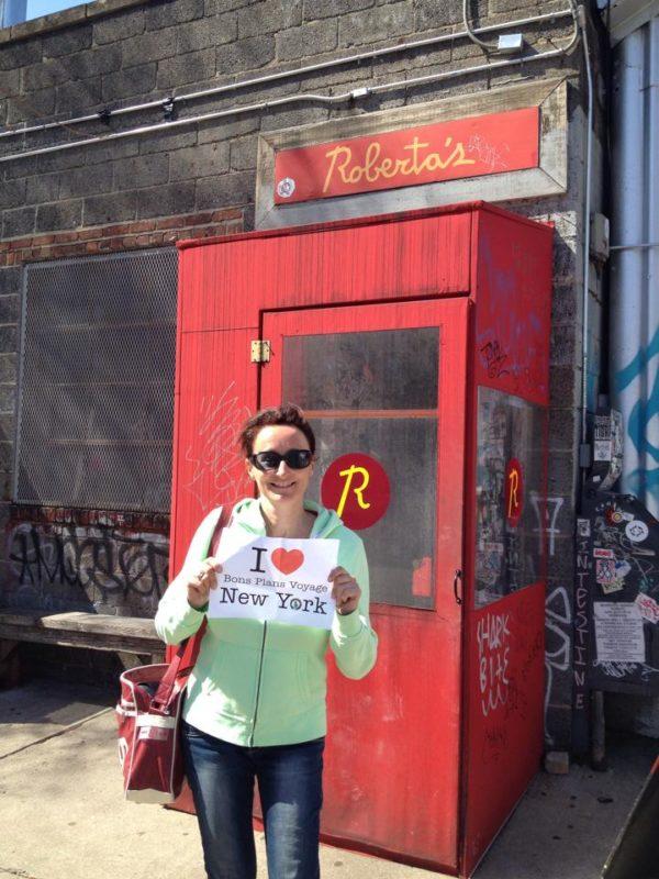 Dédicace de Christèle devant le restaurant Roberta's de Brooklyn - Avril 2015