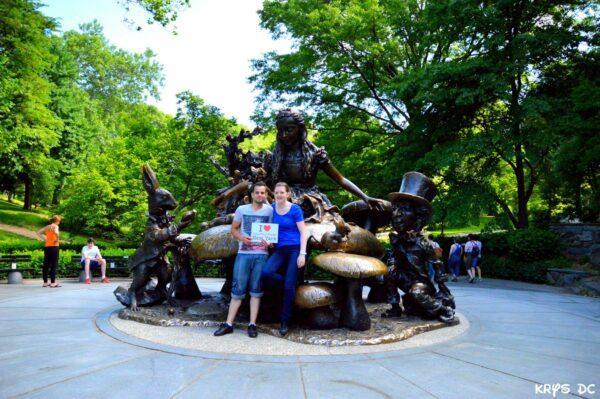 Dédicace de Christophe et Mélanie devant Alice au Pays des Merveilles à Central Park