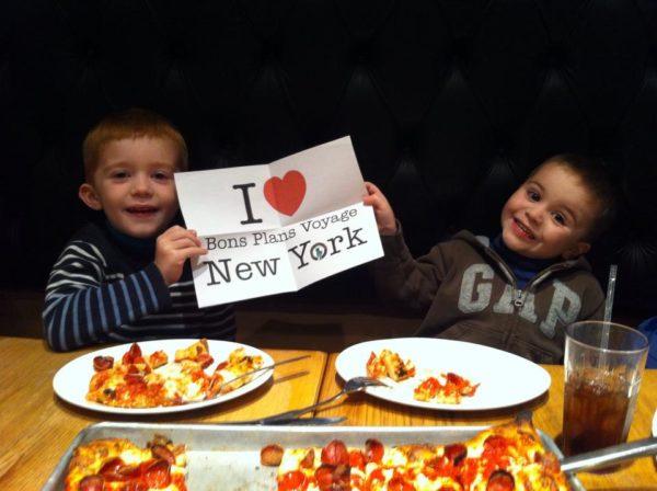 Dédicace des enfants de Coralie au restaurant de Wall Street, Adrienne's Pizzabar - Décembre 2014