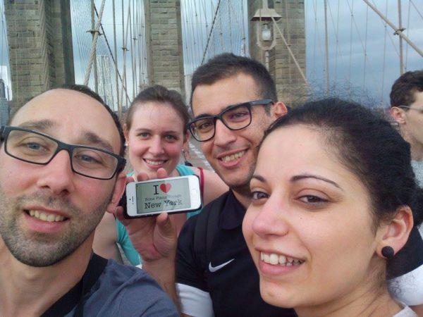 Petite dédicace de Geoffrey et ses amis, Marieke, Najiba et Daniel sur le Brooklyn Bridge - 1er juin