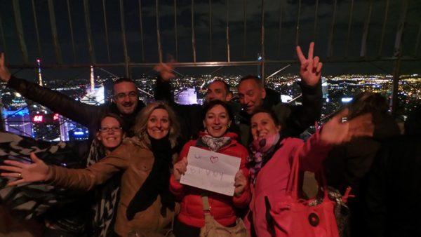 Dédicace de Karine et Mickael avec d'autres French'Yorkers découverts à l'apéro BPVNY !!! Ici ils sont à l'Empire State Building, et l'ambiance à l'air au top !!!