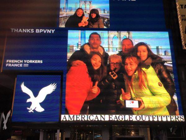 Superbe Dédicace des French'Yorkers (alias Michaella et sa petite famille) sur l'écran géant de Times Square !!!! (Janvier 2015)