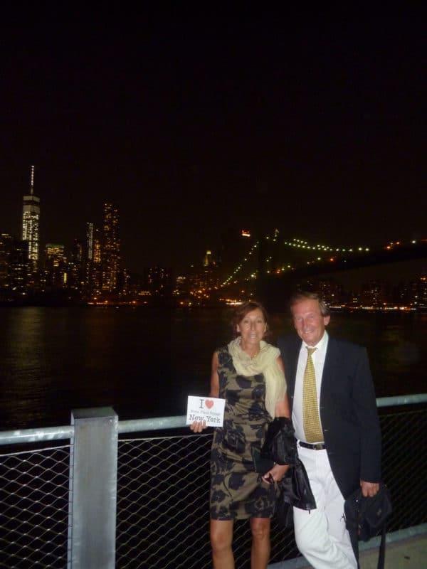 Dédicace de Marilyne et Michel au Brooklyn Bridge Park après un diner au River Cafe - Juillet 2015