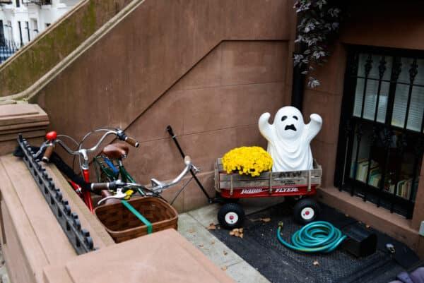 fantome decorations halloween new york brooklyn