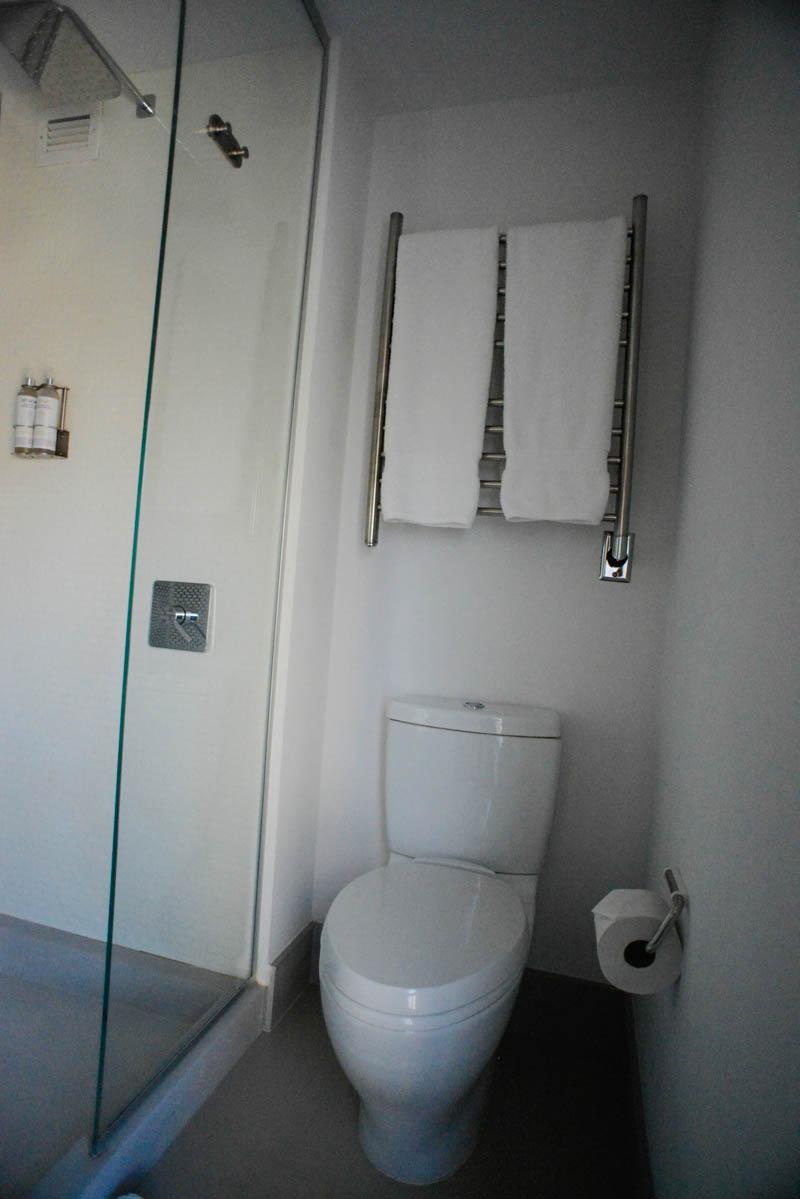 salle de bain douche yotel hotel