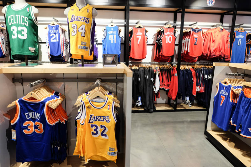 d03bffa0517be La boutique des fans de basket, le NBA Store de la 5ème Avenue