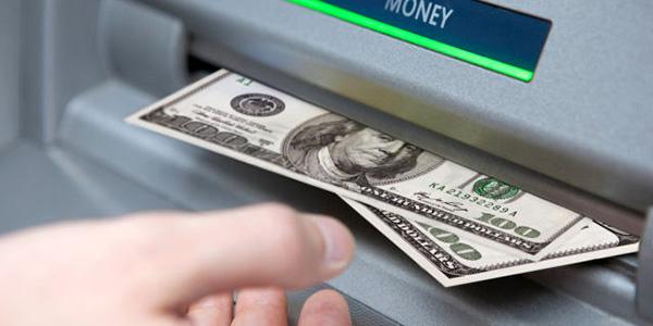 Retirer des dollars à un DAB
