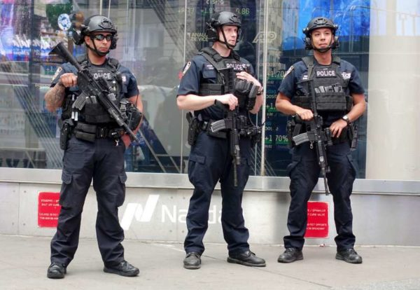 Casque nypd arme times square
