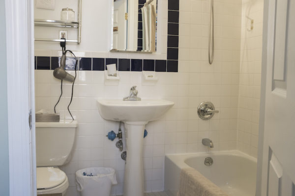 salle de bain de la chambre John Lennon