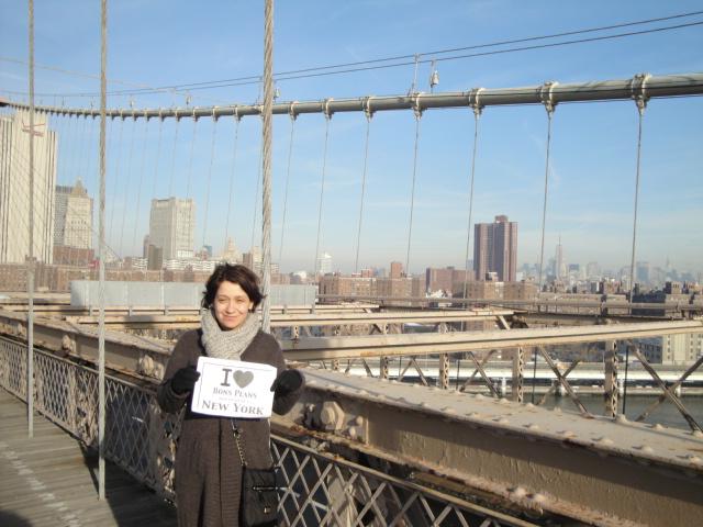 Laure sur le Brooklyn Bridge par une belle journée ensoleillée d'hiver - Décembre 2010