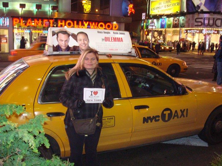 Anne-Sophie devant un taxi à Times Square - Janvier 2011