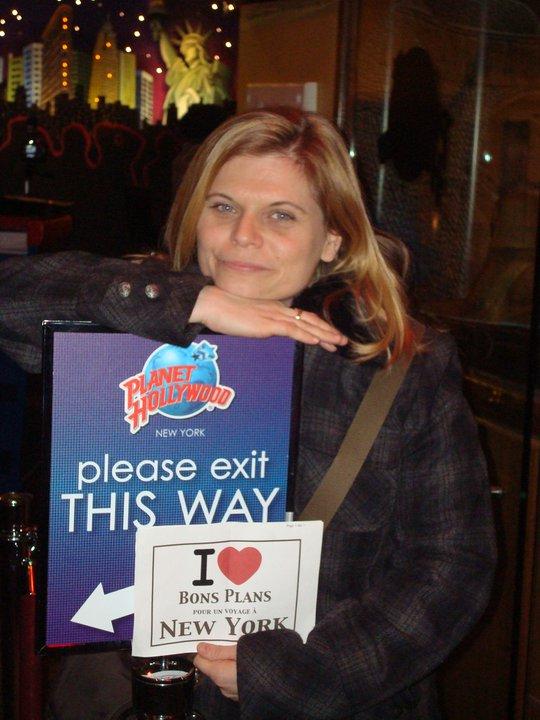 Anne-Sophie devant le Planet Hollywood - Janvier 2011