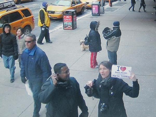 Céline de Gironde pour un arrêt sur image de la webcam de Times Square. - Février 2011