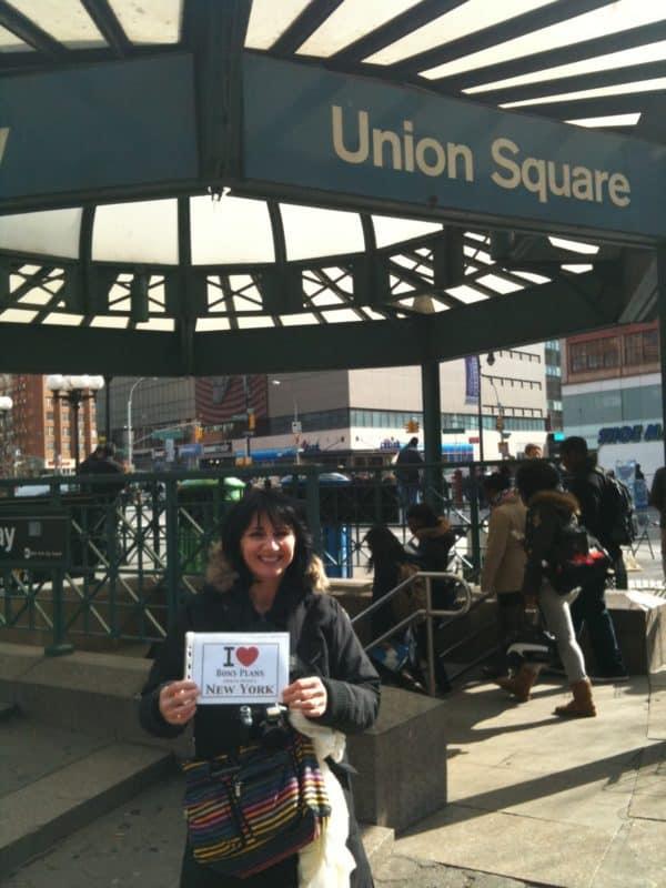 Laurence devant la bouche de métro d'Union Square - Mars 2011