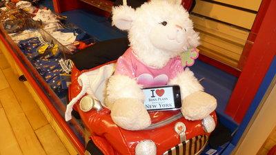 """Lolo77 fait une dédicace au magasin """"Build a Bear"""" - Avril 2011"""