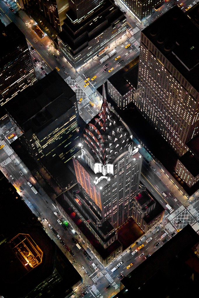 The Chrysler Building at an extreme angle from a helicopter photos de New York