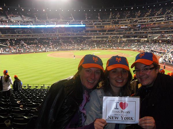 Céline, Laureen et Maud au stade Cityway pour la rencontre de baseball Mets vs Braves - Juin 2011