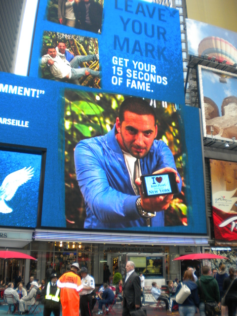 Rwanito sur l'écran géant d'American Eagle de Times Square !!! - Mai 2011