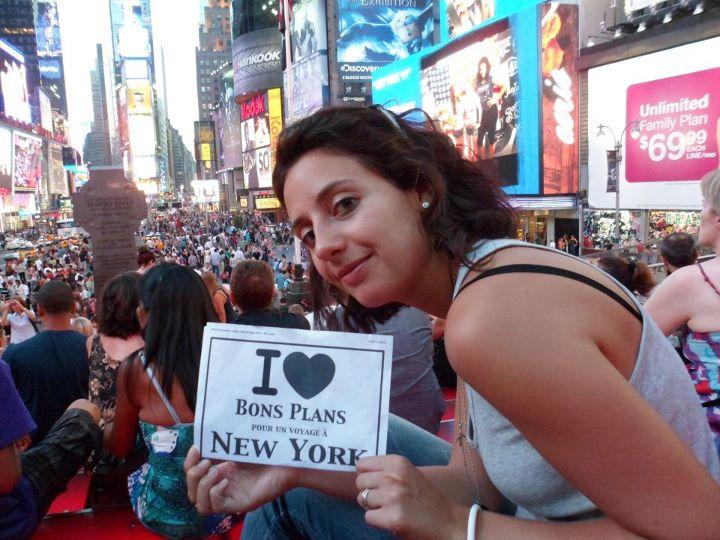 Premier bain de foule de Flo à Times Square, dès son arrivée à New York - Août 2011