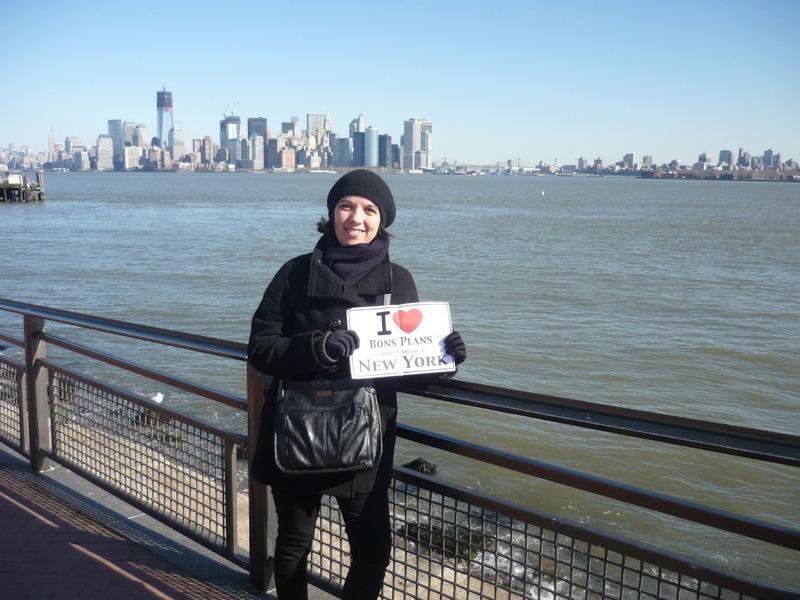Isabelle sur Ellis Island avec une vue extraordinaire sur Manhattan ! - Janvier 2012