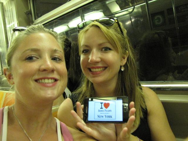 Camille & Mathilde dans le métro de New York - Août 2012
